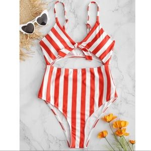 ✨3/$30✨Zaful Striped Tie Front Cutout Bikini